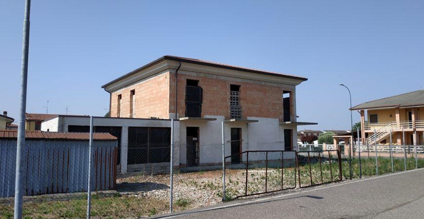Bifamiliare completa in centro a Isola Rizza 3