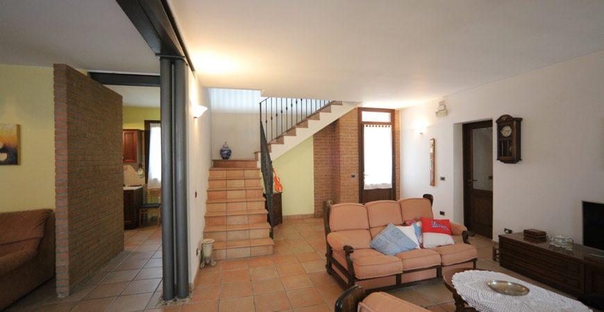 Bellissima villa ristrutturata in stile rustico 28