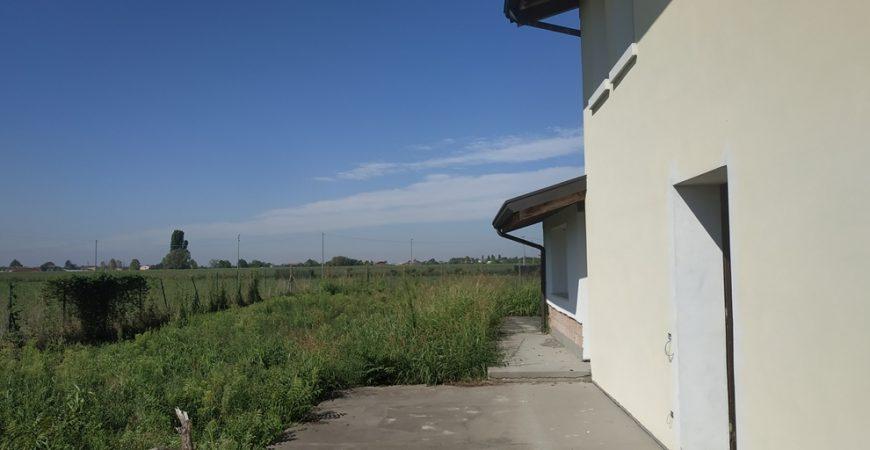 Nuova villa singola con ampio giardino 13